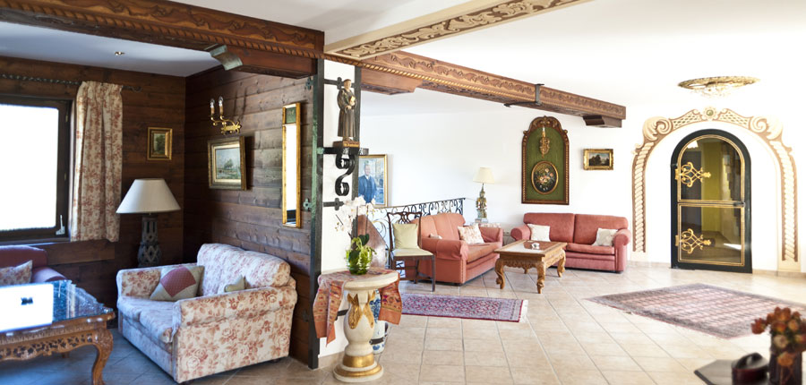 Austria_Filzmoos_Hotel-Alpenkrone_Reception-lobby.jpg